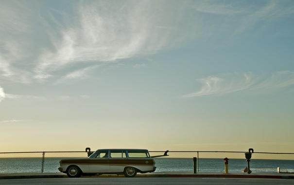 Фото обои море, небо, облака, автомобиль, универсал, доски для серфинга
