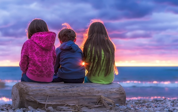 Фото обои небо, закат, дети, горизонт, бревно