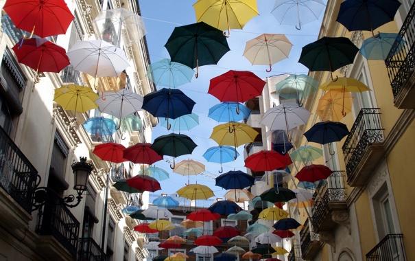 Фото обои город, улица, зонты