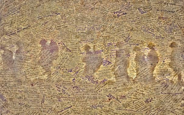 Фото обои поверхность, стена, надписи, силуэты, солдаты