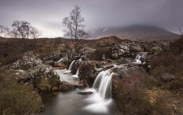 Фото обои осень, деревья, туман, река, камни, гора, поток