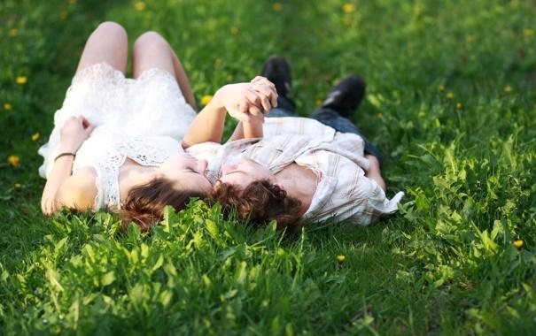 Фото обои зелень, трава, девушка, любовь, природа, фон, отдых