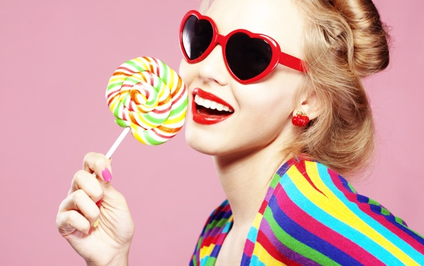 Фото обои девушка, леденец, сладкое, очки, сердечки
