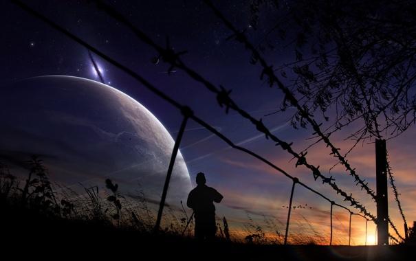 Фото обои небо, трава, солнце, космос, закат, забор, человек