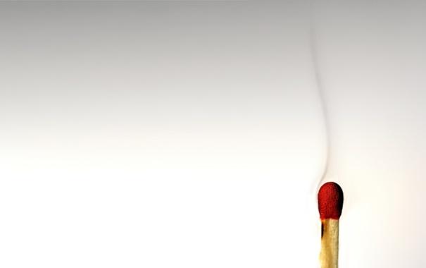 Фото обои макро, дым, спичка, светлый фон