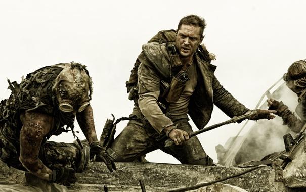 Фото обои фантастика, кадр, драка, Том Харди, Tom Hardy, Mad Max: Fury Road, Безумный Макс: Дорога ярости