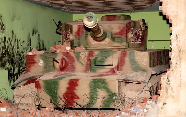 Фото обои дом, стена, Тигр, танк, камуфляж, раскраска, кирпичь