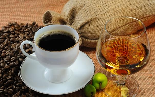 Фото обои яблоки, кофе, зёрна, коньяк, бокал, чашка, блюдце