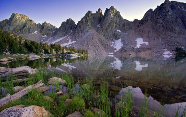 Фото обои лес, трава, пейзаж, горы, озеро, камни, берег