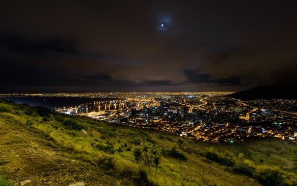 Фото обои зелень, трава, ночь, город, огни, гора, холм