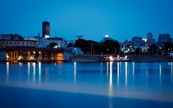 Фото обои ночь, огни, река, берег, причал, катера, Сербия