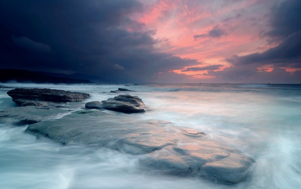 Фото обои море, небо, свет, тучи, камни, корабли