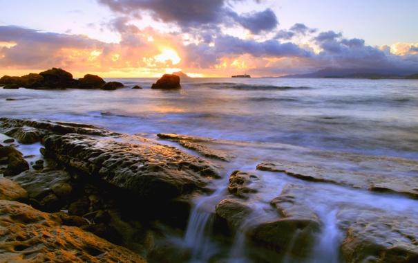 Фото обои море, небо, вода, солнце, камни, потоки