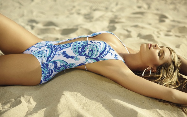 Фото обои песок, купальник, melissa giraldo
