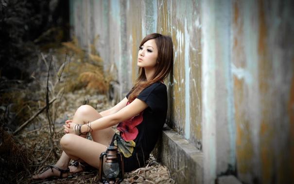 Фото обои взгляд, девушка, стена, фонарь