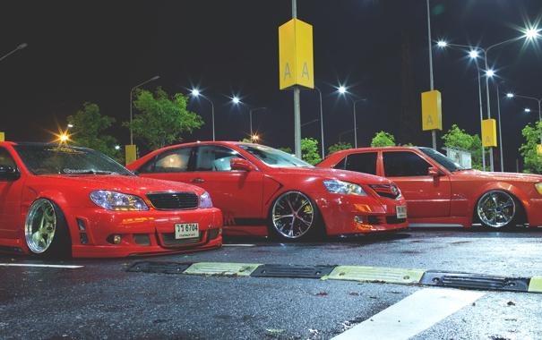 Фото обои ночь, парковка, red, toyota, тойота, parking