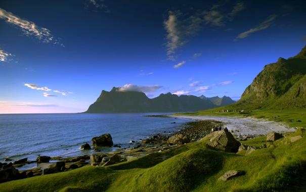 Фото обои песок, море, трава, вода, горы, берег, побережье