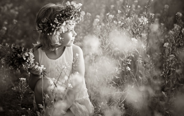 Фото обои цветы, девочка, венок, монохромное фото