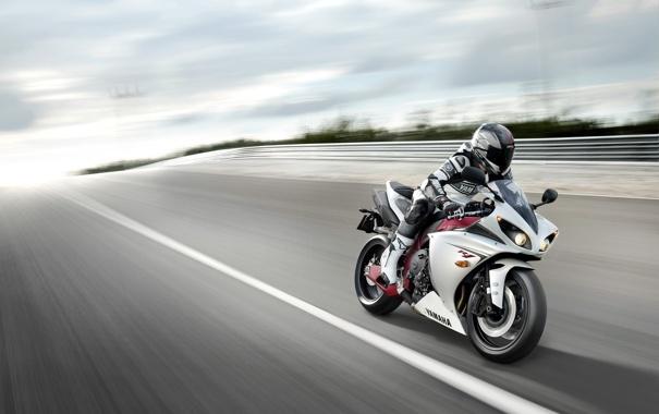 Фото обои небо, разметка, обои, скорость, трасса, мотоцикл, wallpaper