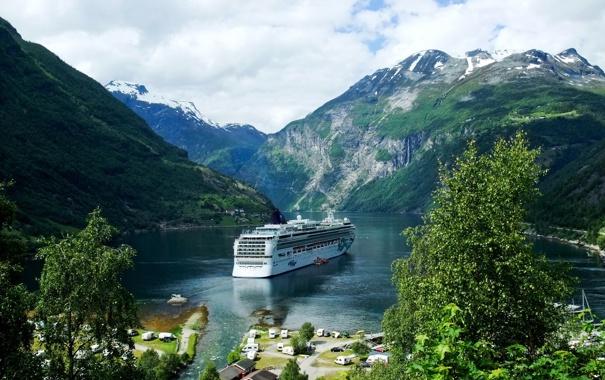 Фото обои горы, Норвегия, залив, теплоход, селение