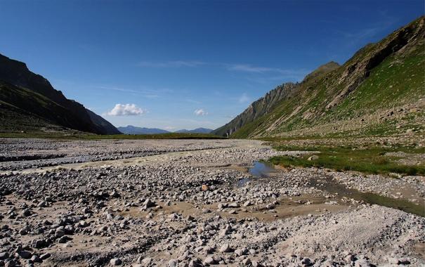 Фото обои вода, камни, холмы, долина, лужи