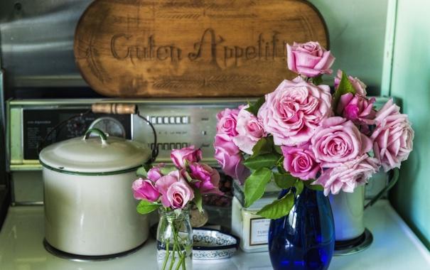 Фото обои цветы, стол, розы, кастрюля, вазы