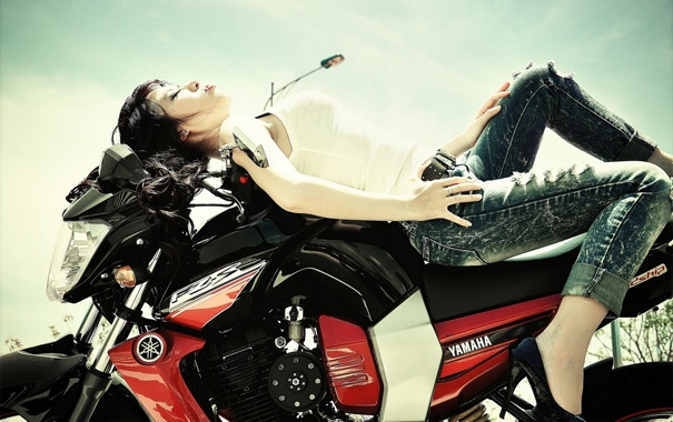 Фото обои джинсы, мотоцикл, азиатка, Yamaha