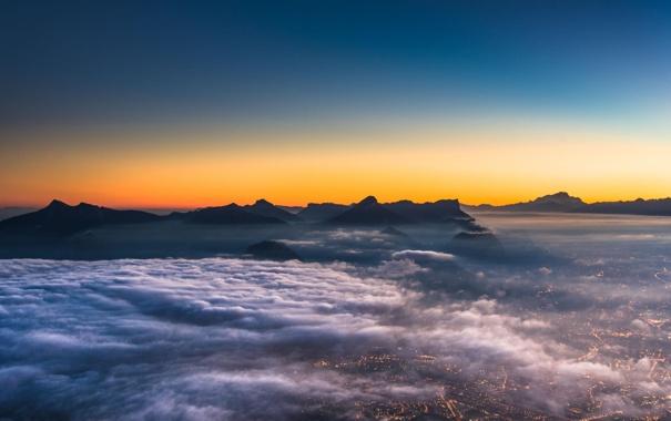 Фото обои облака, закат, горы, город, вид, высота