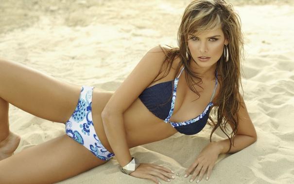 Фото обои песок, купальник, взгляд, melissa giraldo