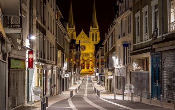Фото обои ночь, огни, улица, дома, церковь, собор