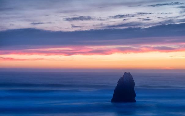 Фото обои море, небо, облака, пейзаж, скала, рассвет