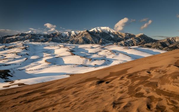 Фото обои песок, облака, небо, холмы, горы, снег