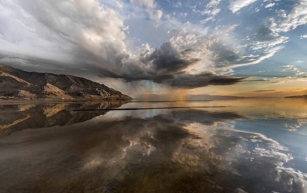 Фото обои небо, вода, отражения, горы, тучи, шторм