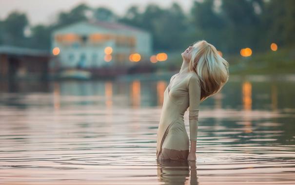 Фото обои вода, девушка, поза, настроение