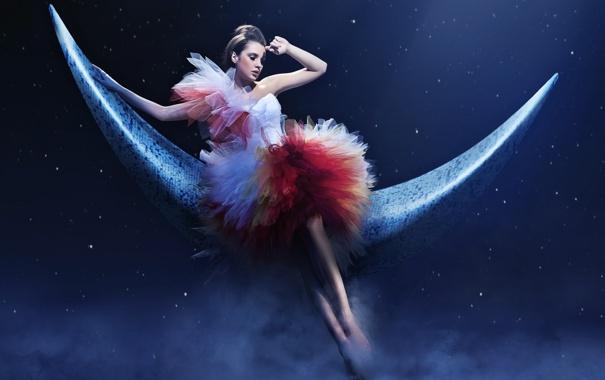 Фото обои девушка, облака, ночь, звёзды, месяц, платье, причёска