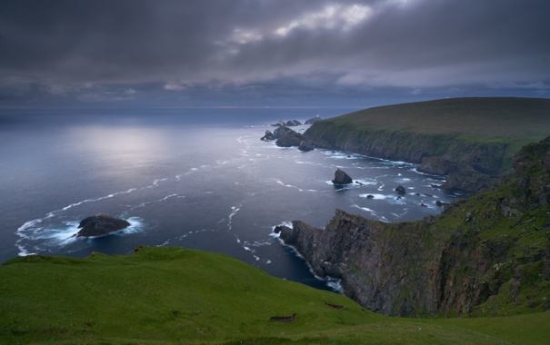 Фото обои море, гроза, маяк, горизонт, утес, серые облака