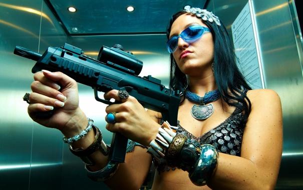 Фото обои девушка, оружие, фон