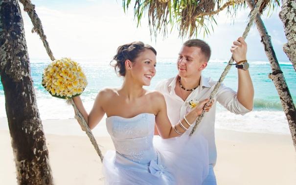 Фото обои море, пляж, букет, канат, влюбленная пара