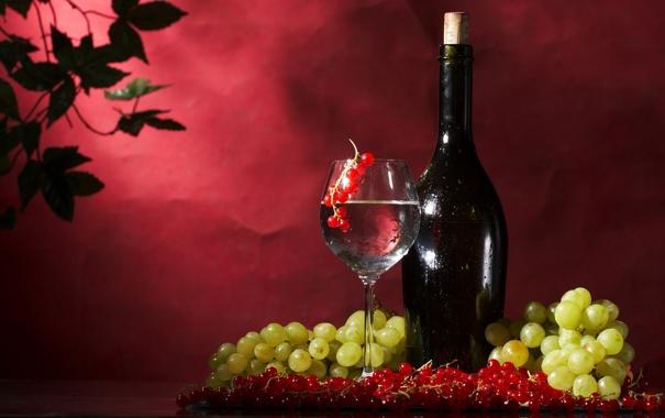 Фото обои ягоды, вино, бокал, бутылка, виноград, красная, смородина