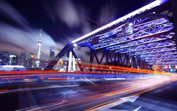Фото обои дорога, ночь, мост, город, движение, полоса, скорость
