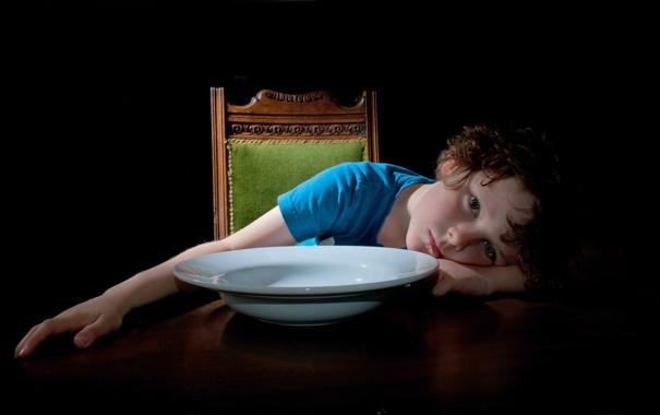 Фото обои стол, настроение, тарелка, малчик