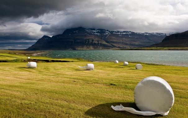 Фото обои исландия, сергей доля, скалы, сено, облака, поле