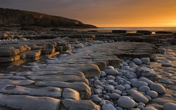 Фото обои море, закат, камни, берег, вечер, плато