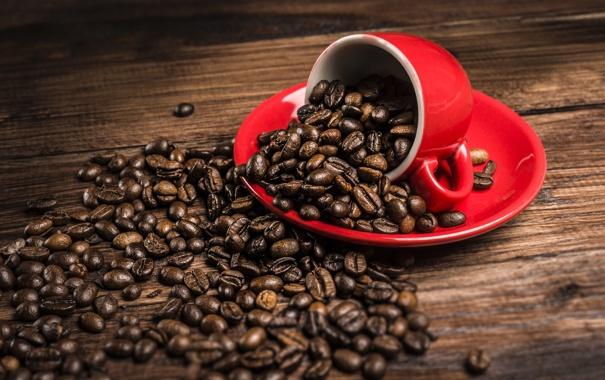 Фото обои стол, кофе, зерна, чашка, красная, блюдце, рассыпанные