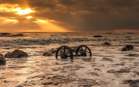 Обои море, закат, колёса