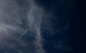 Обои небо, облака, следы, полосы, фото, дым, шлейф