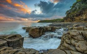 Картинка море, деревья, тучи, камни, побережье, Австралия, Queensland