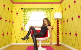Обои актриса, Сериал, Eliza Dushku, Фильмы, в желтой комнате, сидит на кресле, Кукольный Дом