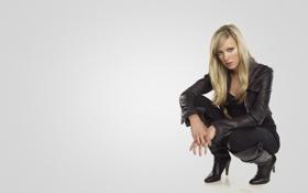 Картинка девушка, сидит, Кэти Кэссиди, Katie Cassidy, черная одежда