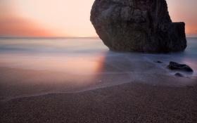 Картинка море, пляж, скала, камень, утро, глыба